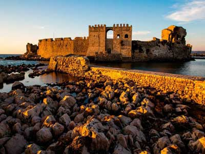 visit-the-castle-of-Methoni